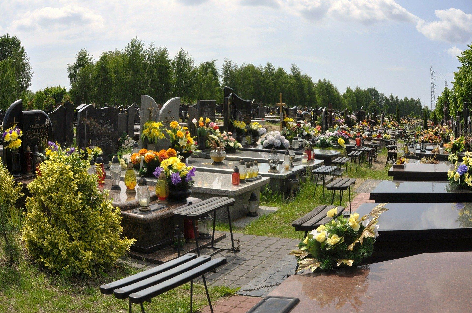 5 zwyczajów pogrzebowych w Polsce